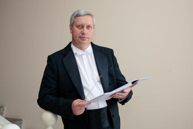 Главный дирижер - заслуженный работник культуры РФ Евгений Алешников